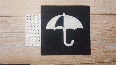 Insert dotted fabric between the umbrella and car felt page.