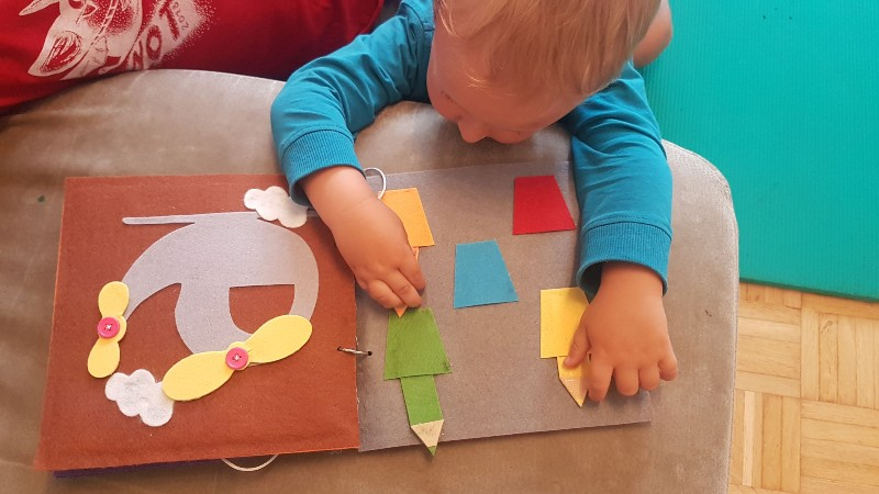 how do toddlers learn colors
